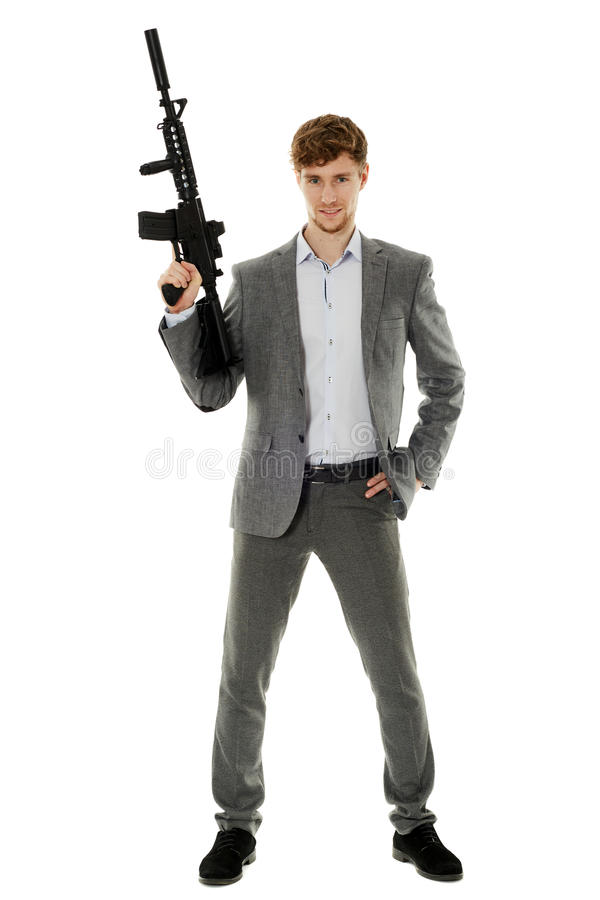 Jonge mens die machinegeweer met behulp van stock afbeelding