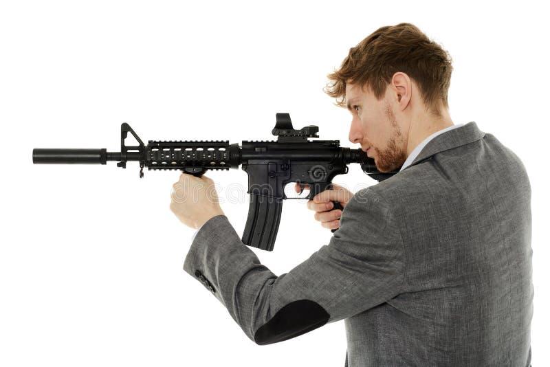 Jonge mens die machinegeweer met behulp van royalty-vrije stock foto's