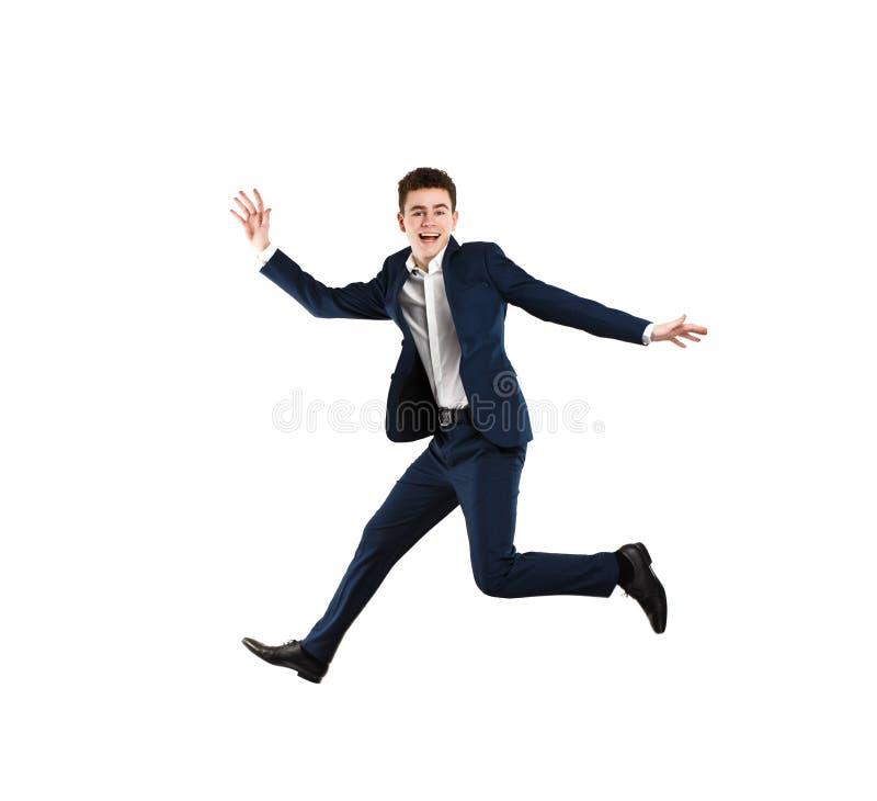 Jonge mens die op witte achtergrond springen royalty-vrije stock afbeelding