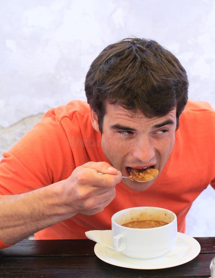 Jonge mens die sup eten royalty-vrije stock foto