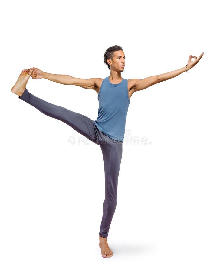 Jonge mens die die yoga doen op wit wordt geïsoleerd stock afbeeldingen