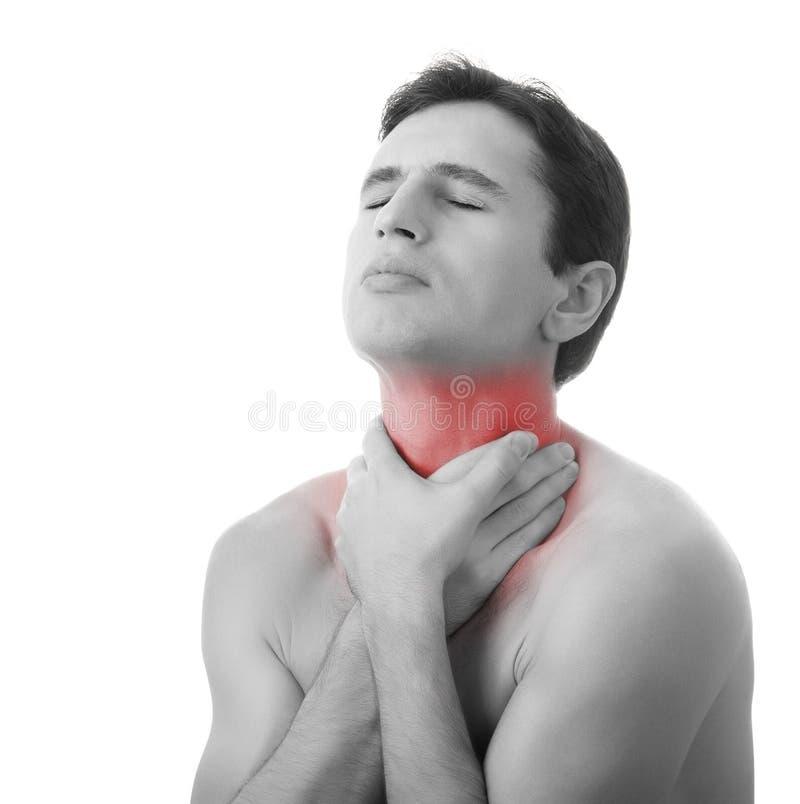 Jonge mens die zijn keel in geïsoleerdee pijn houdt, stock afbeeldingen