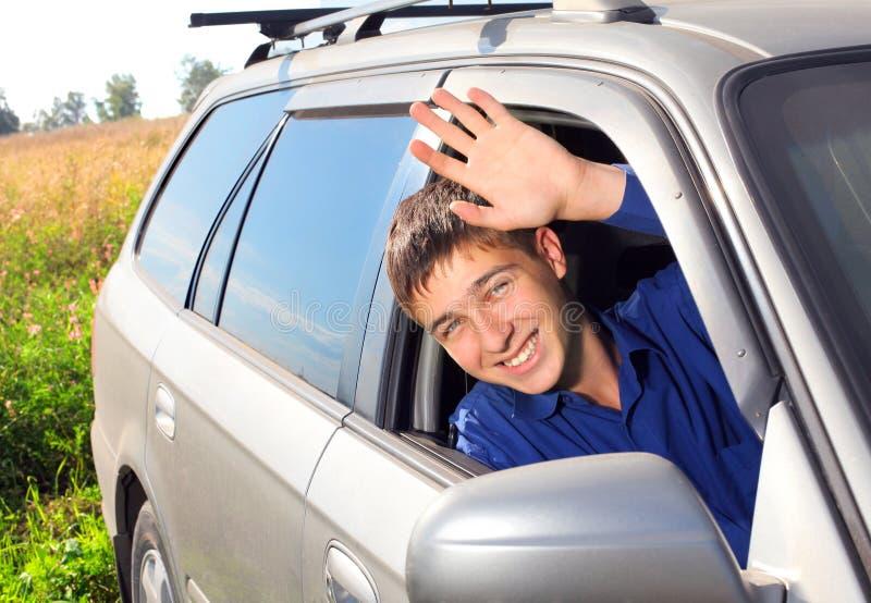 Jonge mens in een auto stock foto's