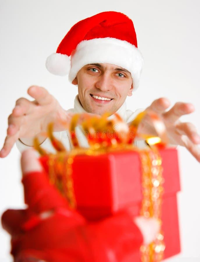 Jonge mens in een hoed van de Kerstman stock afbeelding
