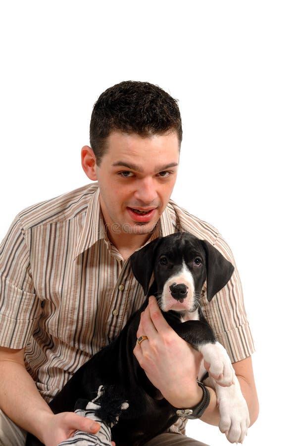 Jonge mens en zijn puppy royalty-vrije stock afbeelding