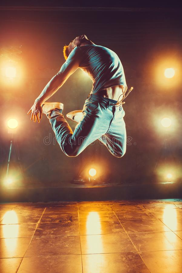 Jonge mens het dansen royalty-vrije stock afbeeldingen
