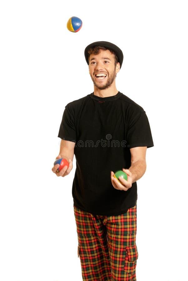 Jonge mens jongleren met geïsoleerdo op witte achtergrond stock fotografie