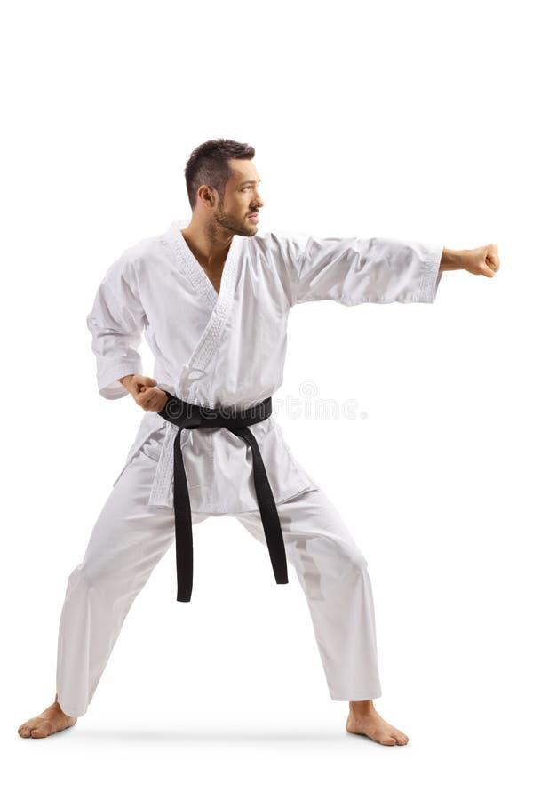 Jonge mens in kimono die karate uitoefent royalty-vrije stock fotografie