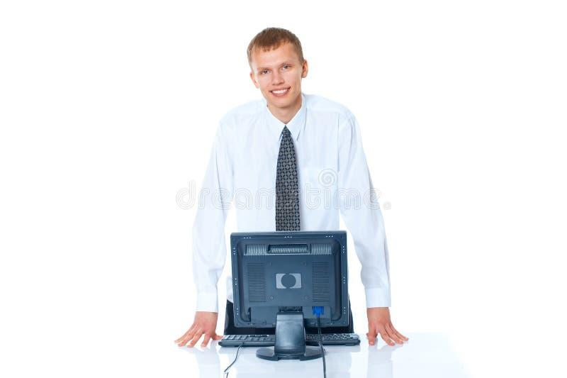 jonge mens met een computer stock foto