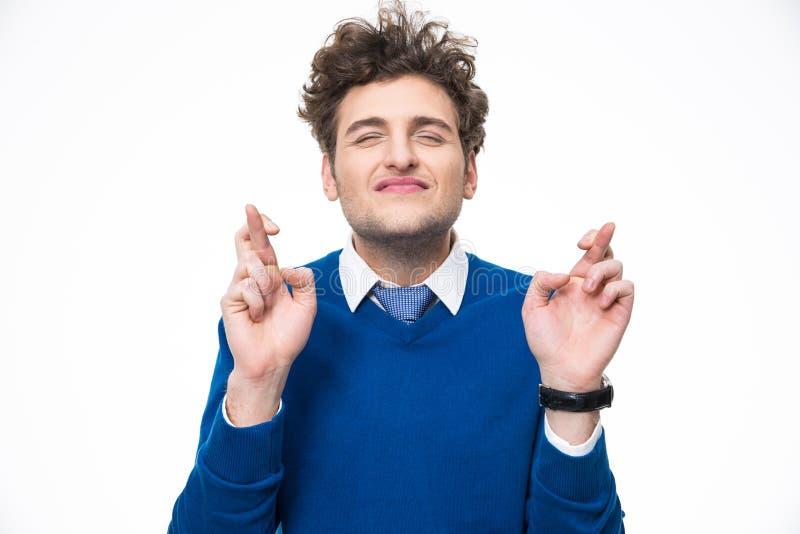 Jonge mens met gekruiste vingers stock foto