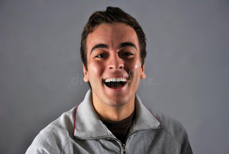 Jonge mens met gelukkige uitdrukking royalty-vrije stock foto