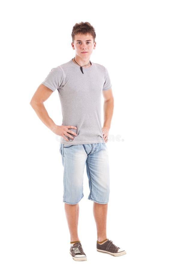 Jonge mens met handen op heupen stock afbeelding