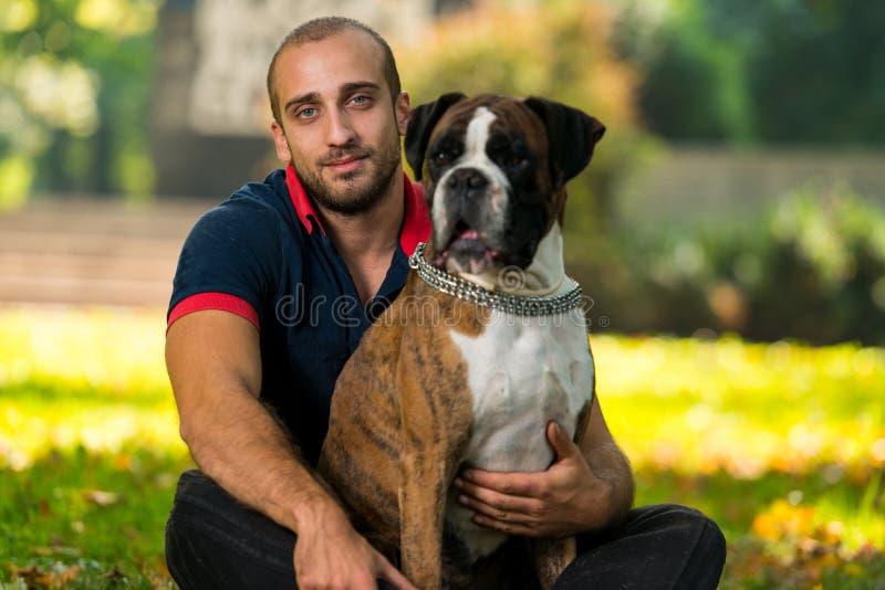 Jonge Mens met Hond stock fotografie