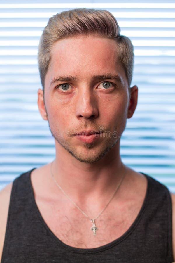 Jonge mens met kapsel royalty-vrije stock foto's