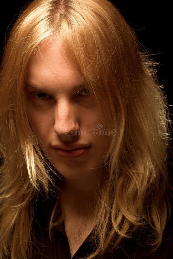 Download Jonge Mens Met Lang Blond Haar Stock Afbeelding - Afbeelding bestaande uit romantisch, gekruist: 10784225