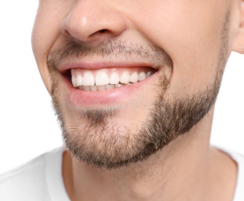 Jonge mens met mooie glimlach op witte achtergrond royalty-vrije stock foto's