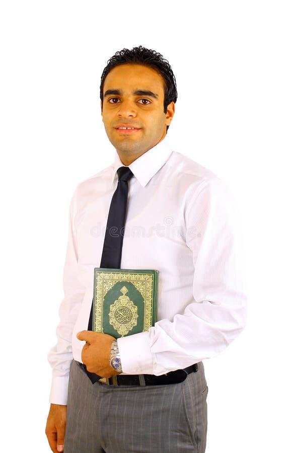 Jonge mens met Quran stock afbeeldingen