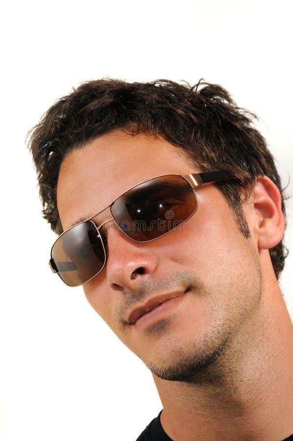 Jonge mens met zonnebril stock afbeelding