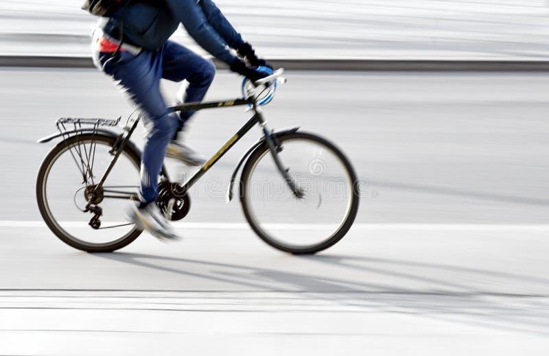Jonge mens op fiets royalty-vrije stock afbeeldingen
