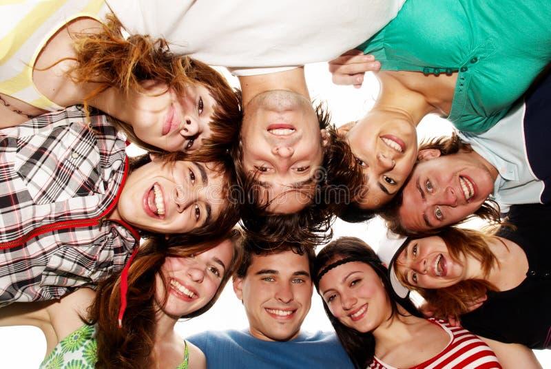 Jonge mensen die de vakantie van de pretzomer hebben. royalty-vrije stock afbeeldingen