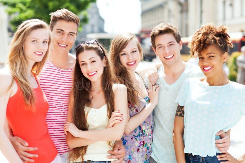Jonge mensen het glimlachen stock foto