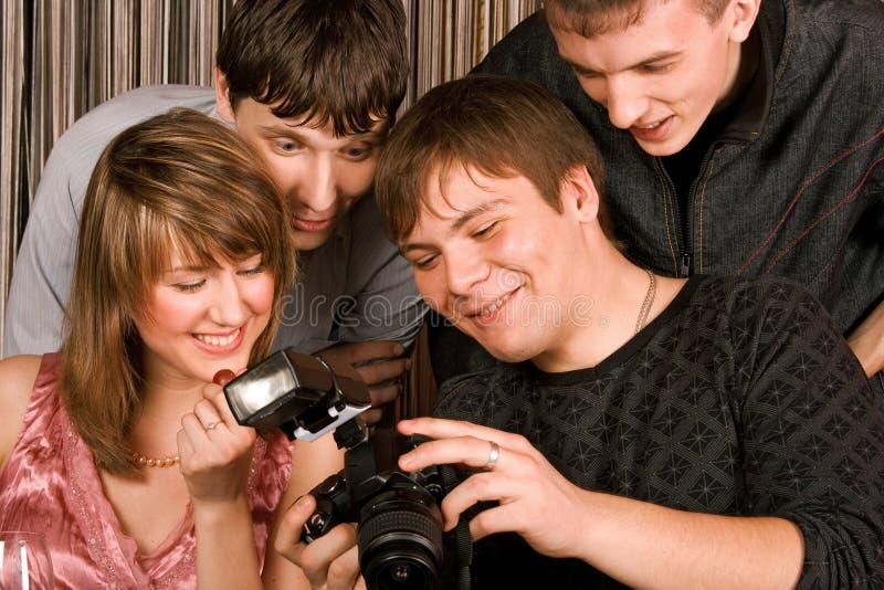 Jonge mensen met photocamera stock afbeelding