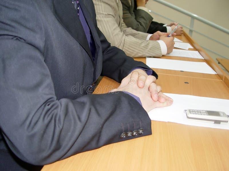 Jonge mensen op de cursussen van de opleiding in het bedrijf stock foto's
