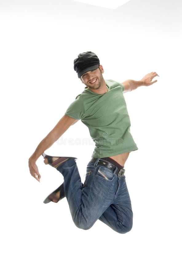 Jonge mensensprongen in lucht royalty-vrije stock afbeelding