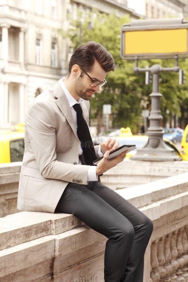 Jonge moderne zakenman stock foto