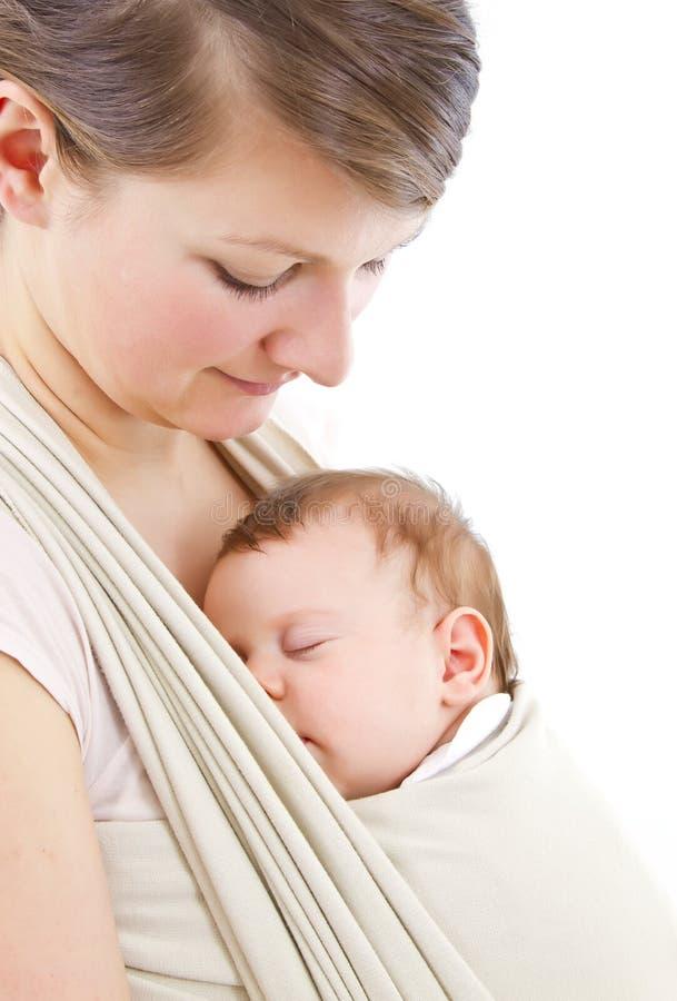 Het vervoeren van een baby royalty-vrije stock fotografie