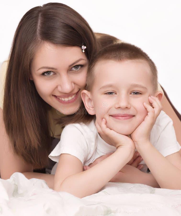 Jonge moeder met zoon stock afbeelding