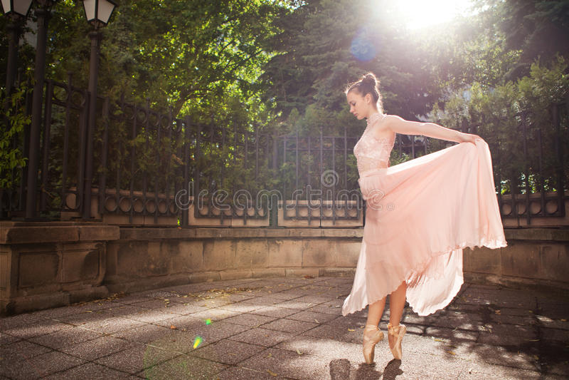 Jonge mooie ballerina stock fotografie