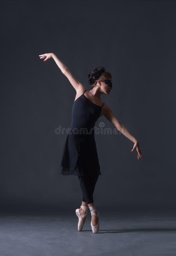 Jonge mooie balletdanser royalty-vrije stock foto's