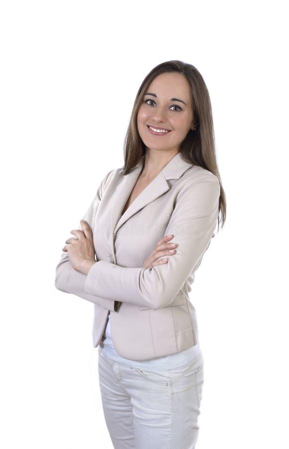 Jonge mooie Bedrijfsvrouw die in helder kostuum glimlachen royalty-vrije stock fotografie