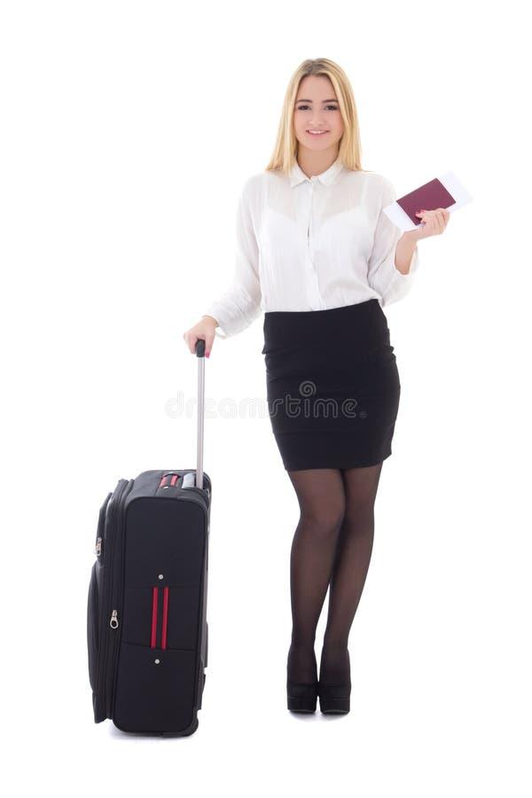 Jonge mooie bedrijfsvrouw met koffer, paspoort en ticke royalty-vrije stock fotografie