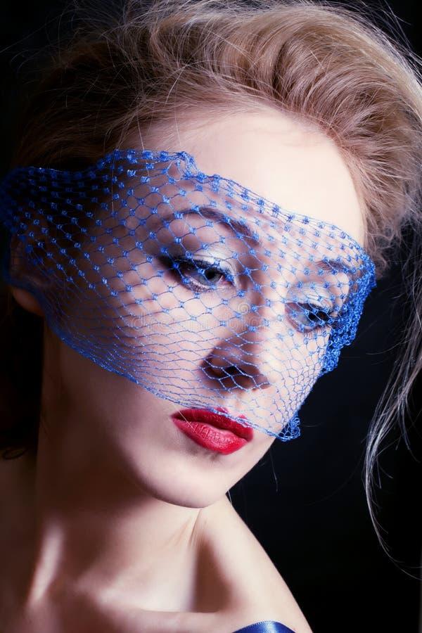 Jonge mooie blauw-eyed vrouwen in sluiers royalty-vrije stock afbeeldingen