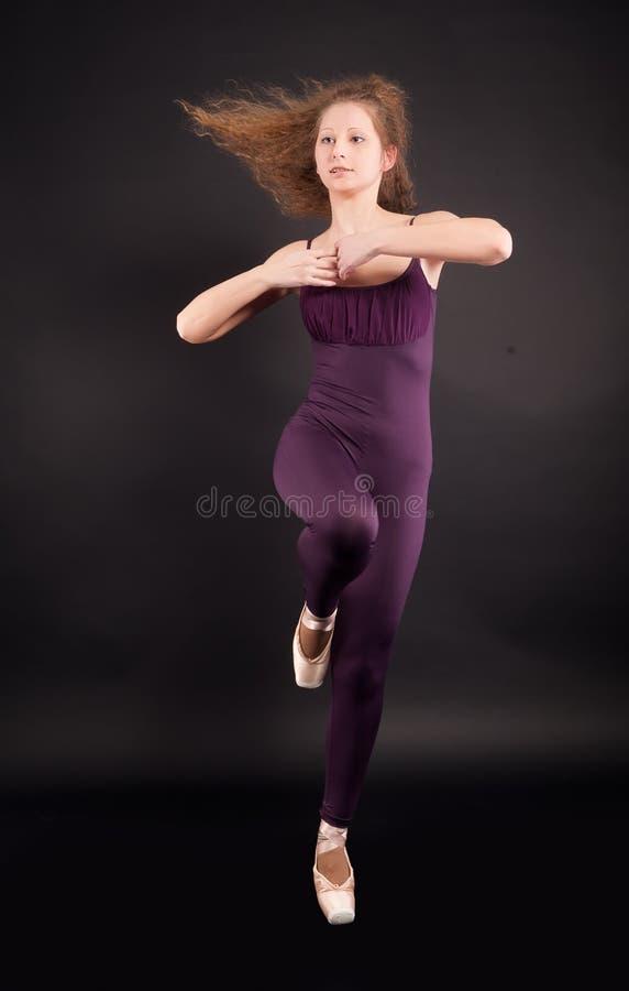 Jonge mooie danser stock foto's