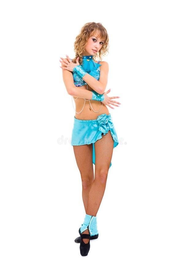 Jonge mooie danser die zich tegen geïsoleerdee witte backgroun bevinden royalty-vrije stock afbeelding