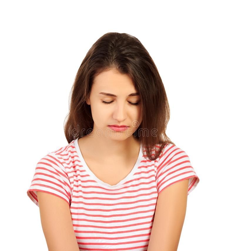 Jonge mooie droevige ernstig en betrokken vrouw het ongerust gemaakte en gedeprimeerde meisje isoleerde witte achtergrond emotion royalty-vrije stock afbeelding