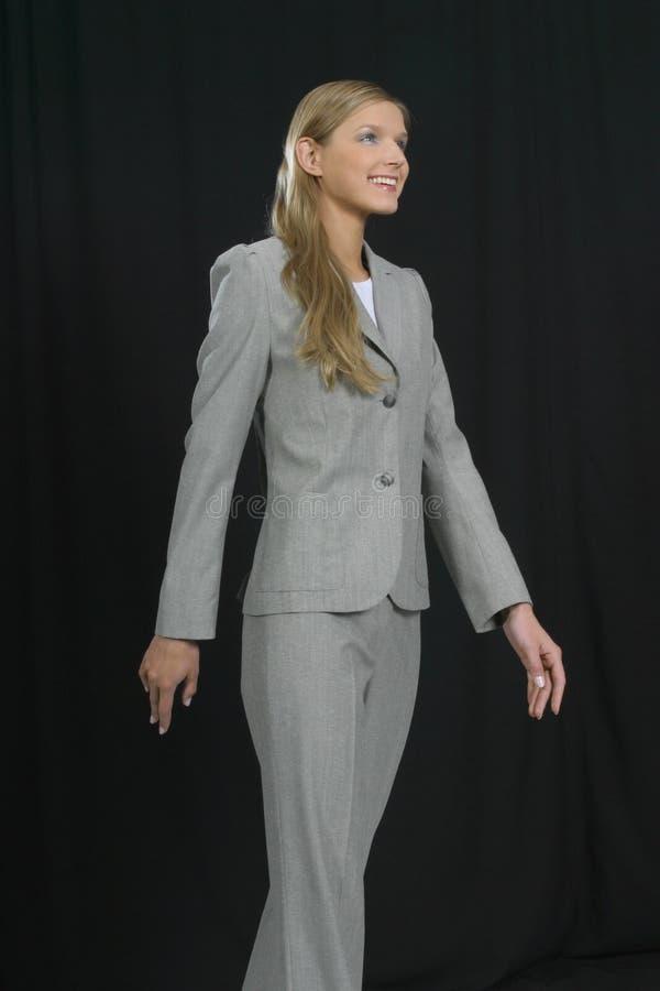 Jonge mooie glimlachende bedrijfsvrouw stock foto