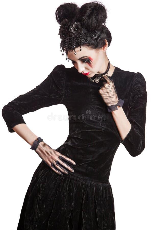 Jonge mooie gotische vrouw met witte huid en rode lippen Halloween stock afbeeldingen