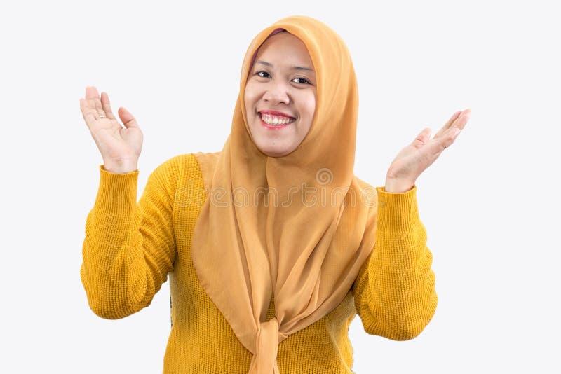 Jonge mooie het glimlachen Aziatische vrouwen uitdrukkelijke verrast en opgewekt royalty-vrije stock fotografie