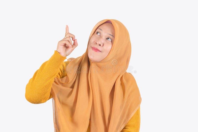 Jonge mooie het glimlachen Aziatische vrouwen uitdrukkelijke verrast en opgewekt royalty-vrije stock afbeelding