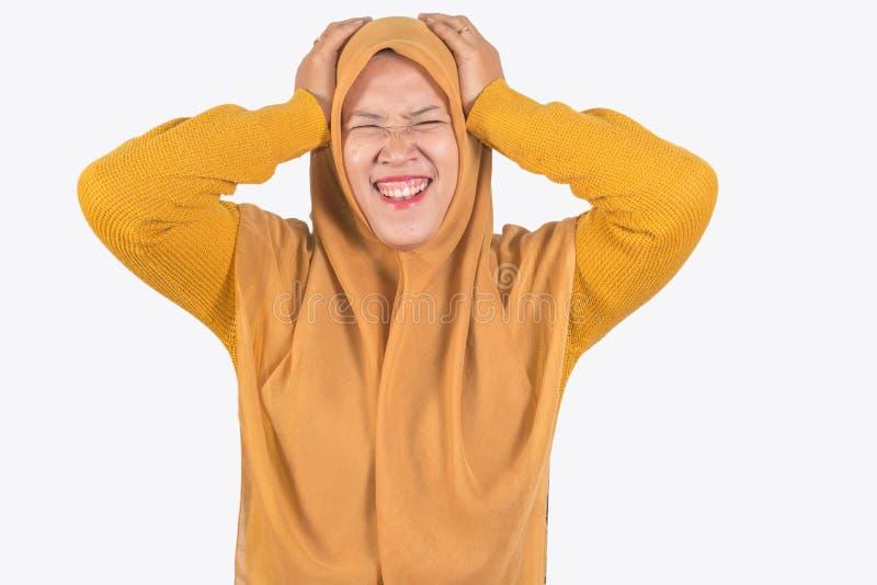 Jonge mooie het glimlachen Aziatische vrouwen uitdrukkelijke verrast en opgewekt, gezichtsuitdrukking van het Moslim Aziatische v stock afbeeldingen