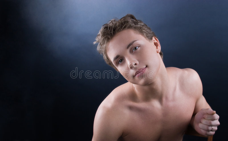 Jonge mooie mens royalty-vrije stock foto's
