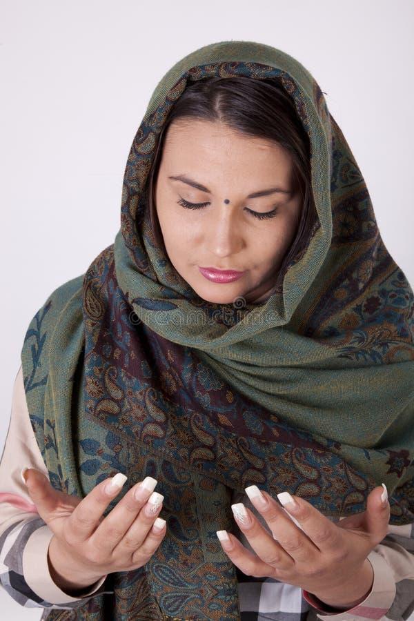 Jonge mooie moslimvrouw royalty-vrije stock afbeeldingen