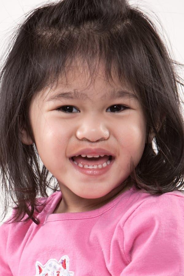 Jonge mooie peuter met een grote glimlach op gezicht royalty-vrije stock foto