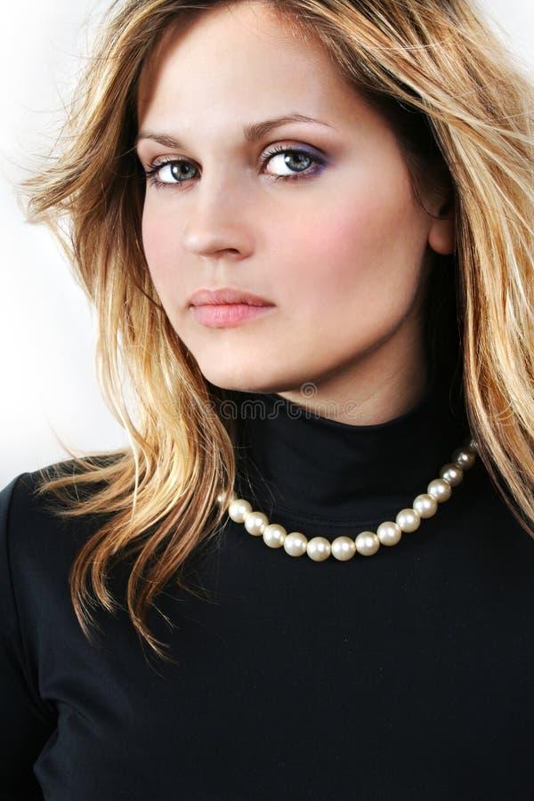 Jonge mooie sexy blonde vrouw op het wit stock afbeelding