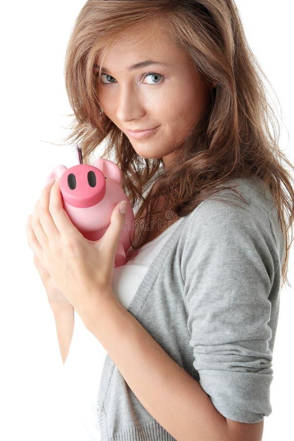 Jonge mooie vrouw die zich met spaarvarken bevindt royalty-vrije stock afbeelding
