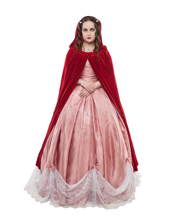 Jonge mooie vrouw in lange middeleeuwse kleding en rode mantelisola royalty-vrije stock afbeeldingen